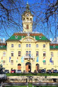 Szegedin (Foto © Norbert Eisner) Mansions, House Styles, Home Decor, Travel, Decoration Home, Room Decor, Villas, Interior Design, Home Interiors