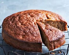 One bowl olive oil banana cake - Donna hay Banana Bread Recipes, Cake Recipes, Dessert Recipes, Desserts, Dessert Ideas, Chocolate Caramel Slice, Chocolate Cake, Donna Hay Recipes, Easy Pie