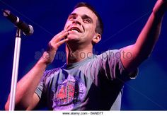 Robbie Williams in Concert at Slane Castle Ireland August 1999 Controversial pop star Robbie Williams enjoyed the - Stock Image Robbie Williams, 1990s, Bae, Stock Photos, Concert, Ireland, Castle, Photography, Angel