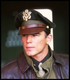 Danny from Pearl Harbor. It is this uniform that makes him so attractive!!!