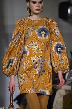 Ulla Johnson at New York Fashion Week Fall 2019 - Details by diyanu fashion magazine African Print Fashion, African Fashion Dresses, African Dress, Fashion Prints, Fashion Outfits, Fall Outfits, Fashion Games, Fashion Boots, New York Fashion