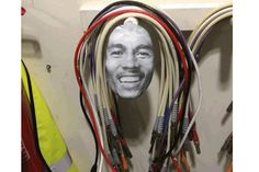 1 jeito divertido de guardar todos os cabos em 1 lugar só, inspirado por Bob Marley ;) http://www.bluebus.com.br/1-jeito-divertido-de-guardar-todos-os-cabos-em-1-lugar-so-inspirado-por-bob-marley/