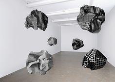 Esther  Stocker - installatie Inspiratie voor ''Cluedo''  Choreografie: Rosalie Suze de Jong fb.com/rosaliesuzedejong