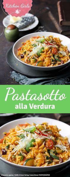 Zwei italienische Klassiker in einem – unser Pastasotto sind kleine Nudeln, die wie Risotto zubereitet werden. Frisches Gemüse und Parmiggiano dazu. Delizioso!