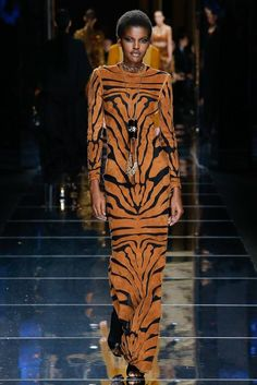 Balmain Fall 2017 Ready-to-Wear Fashion Show 2017 and black models still in dehumanizing animal prints voor jungle sex