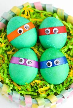 красим яйца с детьми