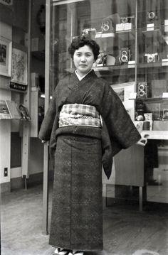山本悍右 名古屋広小路店 Portrait of My Wife 1954. Kansuke Yamamoto  ©Toshio Yamamoto.