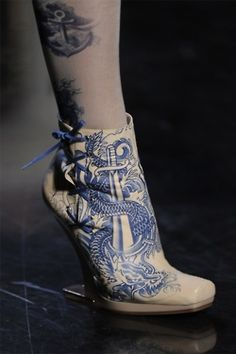 The cream and blue colors remind me of Victorian era plates, which is in complete contrast to the tattoo inspired motif.