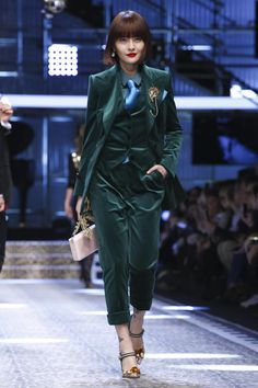 Dolce Gabbana Ready To Wear Collection Fall Winter 2017 Fashion Show in Milan