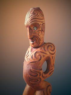 Polynesian People, Polynesian Art, Tree Carving, Wood Carving, Maori Face Tattoo, Sculptures, Lion Sculpture, Maori Designs, New Zealand Art