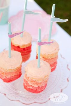 Ombre mini cakes are my favorite! #ombre #pink #cakes