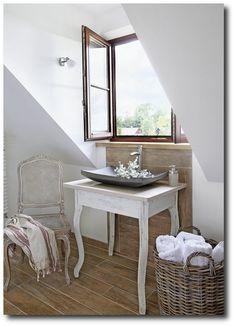 Restored House In Provence - Inspiring Interiors - peça de tear na cadeira e cesto com toalhas brancas