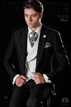 Traje slim negro a medida con solapa pico, vivos de raso y un botón fantasía en tejido mixto lana. Traje de novio 1828 Colección Fashion Formal Ottavio Nuccio Gala.