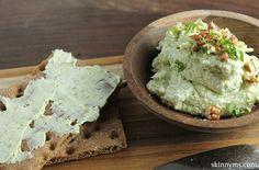 Healthy Goat Cheese Pesto Spread, yum! #healthysnacks #healthypartyfood