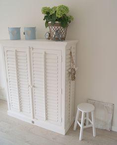 Tv Kast Riviera.R M Gray And White Stripe Dresser Puutoita Puutoita