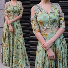 35 Young Looks Trending Now - Fashion New Trends Indian Gowns, Indian Attire, Indian Outfits, Indian Wear, Floral Print Gowns, Printed Gowns, Floral Gown, Unique Outfits, Chic Outfits