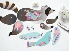 Hazel Raccoon is a DIY articulated paper doll. Hazel measures approximately 8 x 5 inches and comes with her best friend Blue Bird. Origami Paper, Diy Paper, Paper Art, Paper Crafts, Origami Bird, Paper Puppets, Paper Toys, Diy Organisation, Paper Animals