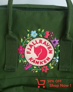 Most current Photo Embroidery Patches backpack Concepts The best and most typical basic materials for nicotine patches can be was feeling or twill, nonethel Mochila Kanken, Kanken Backpack, Diy Backpack, Embroidery Patches, Hand Embroidery, Flower Patch, Pin And Patches, Diy Clothes, Purses And Bags