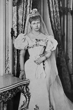 Harking back to Princess Marie of Edinburgh, granddaughter of Queen Victoria, married Ferdinand, Crown Prince of Romania, wearing a diamond lattice tiara. Queen Victoria Family, Princess Victoria, Royal Tiaras, Royal Jewels, Romanian Royal Family, Royal Collection Trust, Royal Weddings, Kaiser, Costume