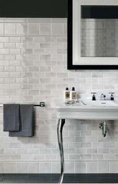 gray and white subway tile pattern