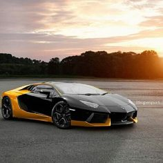 Stunning black and yellow Lamborghini Aventador #trackday