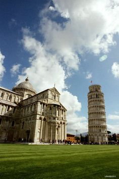 Photo Piazza dei Miracoli par Linus Lai on Travel Around Europe, Places In Europe, Travel Around The World, Places To Travel, Places To See, Around The Worlds, Pisa Italy, Dream Vacations, Italy Travel