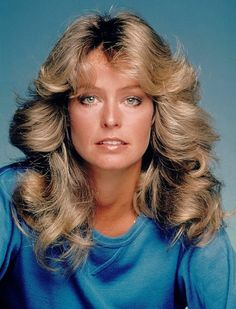 Farrah Fawcett always preferred to use the ash blonde hair color. I've never seen her with a different hair color. and of this open platinum blonde and gold hair color. 1970s Hairstyles, Vintage Hairstyles, Easy Hairstyles, Hairstyles Videos, Girl Hairstyles, Famous Hairstyles, Teenage Hairstyles, Fashion Hairstyles, Celebrity Hairstyles