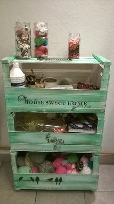 Super furniture from wooden crates Recycled Furniture, Pallet Furniture, Painted Furniture, California Decor, Fruit Box, Wood Crates, Shabby Vintage, Diy Crafts To Sell, Diy Projects