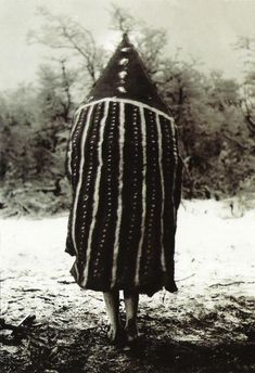 The Lost Tribes Of Tierra Del Fuego: Rare And Haunting Photos Of Selk'nam People Posing With Their Traditional Body-Painting. One of the last such ceremonies was performed in 1920 and recorded by the missionary, Martin Gusinde. Arte Tribal, Tribal Art, Patagonia, The Doors Of Perception, Haunting Photos, Art Premier, People Poses, People Of The World, Source Of Inspiration