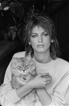 Dalila Di Lazzaro (Udine, 29 janvier 1953) est une actrice, mannequin et écrivain italienne.