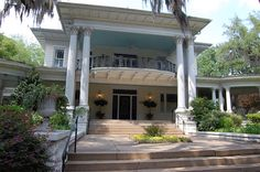 Image from http://betweennapsontheporch.net/wp-content/uploads/2013/09/Savannah-House-with-Haint-Blue-Ceiling.jpg.