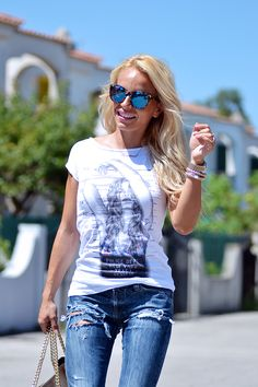 Ripped jeans, white tee and mirrored sunglasses, today on my #fashionblog -> www.it-girl.it #fashion #style #look #girl #outfit #ootd #blondie #fashionista #cool #itgirl #eleonorapetrella