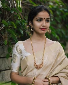 How to Buy Designer Indian Sarees Saree Jewellery, Temple Jewellery, Jewellery Box, Kerala Saree, Indian Sarees, Onam Saree, Silk Sarees, Gold Mangalsutra, Gold Jewelry Simple