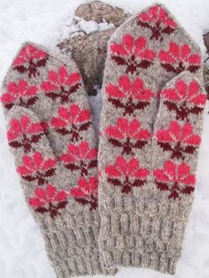 Finely Hand Knitted Seto Estonian Mittens in by NordicMitten Knitted Mittens Pattern, Crochet Mittens, Knitted Gloves, Knitting Socks, Hand Knitting, Knit Crochet, Knitting Patterns, Wrist Warmers, How To Purl Knit