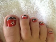 flower and polka dots pedicura дизайн пе Toenail Art Designs, Fingernail Designs, Pedicure Designs, Polka Dot Pedicure, Pedicure Nail Art, Toe Nail Art, Cute Toe Nails, Pretty Nails, Fabulous Nails