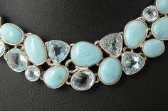 Magnifique collier en argent serti de topazes bleu clair et de larimars
