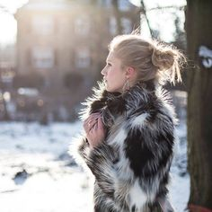 #LOVE ME Altra Dea, kolekcja biżuterii zaprojektowana przez @mateuszsuda ❤️ #jewellery #jewel #design #pierścionek #frozen #snow #winter #mateuszsuda #fashion #moda #polishdesigner #nails #heart #loveme @altradea #fakefur #fur @hm #blackring #love #lightning #wintertime #blogger #shape