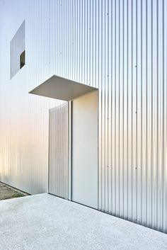 Single Family House is a minimal residence located in Sant Cugat del Vallès, Spain, designed by Arquitecturia Architecture Design, Contemporary Architecture, Sustainable Architecture, Service Public, Thinking Outside The Box, Entrance Doors, Cladding, Interior And Exterior, Home And Family