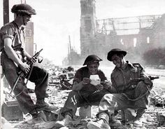 Super Subguns: the top five submachine guns of WWII - War Stories Media Canadian Soldiers, Canadian Army, Canadian History, British Army, Military Photos, Military History, Royal Canadian Navy, D Day Normandy, Navy Air Force