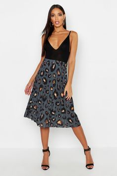Buy Boohoo Pleated Midi Skirt from the Next UK online shop Leggings, Pleated Midi Skirt, Gray Skirt, Skirt Outfits, Sexy Outfits, Red Lace, Signature Style, Pop Fashion, A Line Skirts