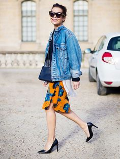 Wear floral prints in the winter by pairing with tough denim and sleek back heels