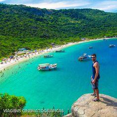 O nome Praia do Forno sugere um lugar quente, mas as águas geladas de Arraial do Cabo garantem o contraponto. Confira essas e outras praias no nosso ranking das melhores praias do Rio de Janeiro.
