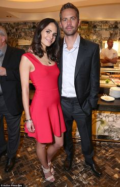 Jordana Brewster combines chic and sexy in midriff flashing ensemble Paul Walker Dead, Paul Walker Tribute, Fast And Furious Cast, The Furious, Tv Show Couples, Movie Couples, Paul Walker Pictures, Interview, Actors & Actresses