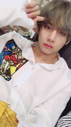 Jeon Jungkook is a famous singer. Kim Taehyung is a dedicated fa… Bts Taehyung, Jimin, Kim Namjoon, Bts Bangtan Boy, Seokjin, Jung Hoseok, Bts Jungkook, Taehyung Fanart, Taehyung Gucci