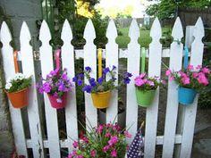 60 Gorgeous DIY Projects Pallet Fence Design Ideas 30 – Home Design Diy Hanging Planter, Fence Planters, Flower Planters, Flower Pots, Planter Boxes, Planter Ideas, Hanging Pots, Diy Flower, Garden Fencing