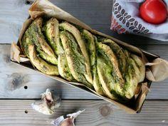 Chléb s bylinkovo-špenátovým pestem Pesto, Tacos, Bread, Ethnic Recipes, Food, Meal, Essen, Hoods, Breads