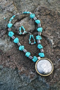 What a classic look--turquoise with a beautiful large saddle concho! Ruby Rose, Turquoise Jewelry, Classic Looks, Recipies, Jewelry Making, How To Make, Handmade, Blue, Beautiful