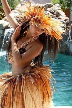 little girl hawaiian hula painting Polynesian Dance, Polynesian Islands, Polynesian Culture, Hawaiian Islands, Polynesian Girls, Polynesian People, Hawaiian Girls, Hawaiian Dancers, Hawaiian Woman