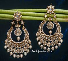 Jadau earrings are perfect for occasions that demand a combination of tradition and chic. Choose your set of beautiful jadau jewelry today from S P Kulthia Jewellers. Jewelry Design Earrings, Gold Earrings Designs, Gold Jewellery Design, Fancy Jewellery, Big Earrings, Diamond Jewellery, Hoop Earrings, Indian Jewelry Sets, Indian Wedding Jewelry