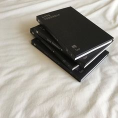 Black And White Aesthetic, Korean Aesthetic, Aesthetic Colors, Beige Aesthetic, Book Aesthetic, Aesthetic Photo, Aesthetic Pictures, Black White, Night Aesthetic